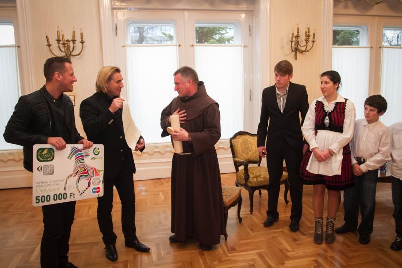 Vastag Csaba és a Lázár testvérek közösen adományoztak